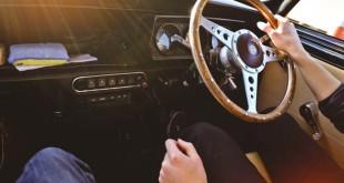 Autoversicherung Vergleich kostenlos - Auto - Lenkrad